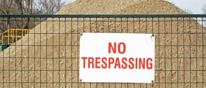 Using warning signs to ensure public safety during construction